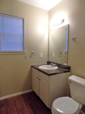 819 B Bathroom