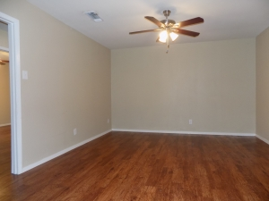 811 C - Living 3 Bedroom / 1 1/2 Bath