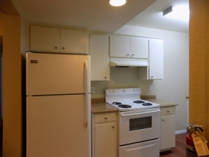 811 B - 3 Bedroom / 1 Bath - Kitchen