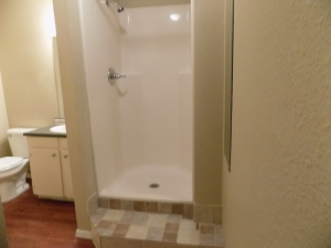 811 B - 3 Bedroom / 1 Bath - Bathroom